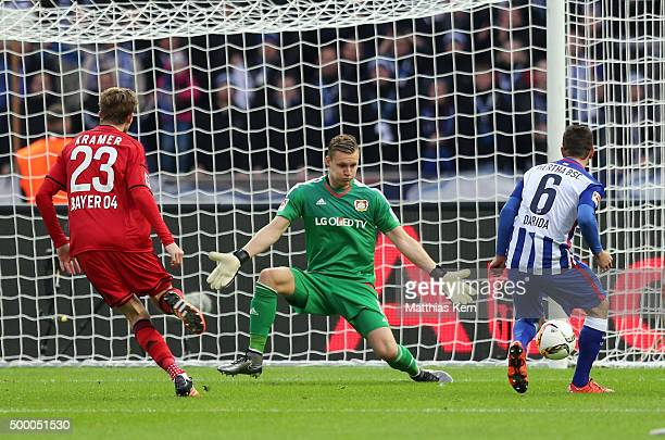 Vladimir Darida of Berlin scores the first goal during the Bundesliga match between Hertha BSC and Bayer Leverkusen at Olympiastadion on December 5...