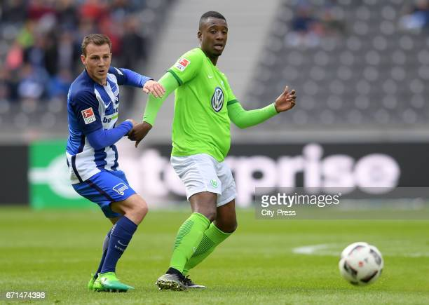 Vladimir Darida of Hertha BSC and Riechedly Bazoer of VfL Wolfsburg during the game between Hertha BSC and dem VfL Wolfsburg on april 22 2017 in...