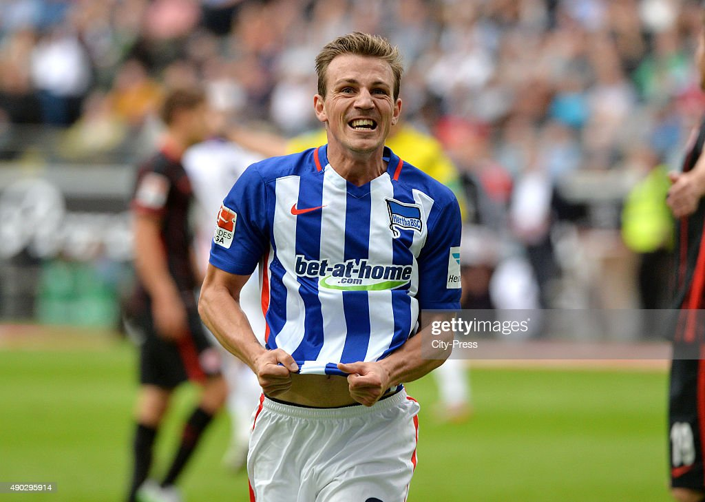 <a gi-track='captionPersonalityLinkClicked' href=/galleries/search?phrase=Vladimir+Darida&family=editorial&specificpeople=8709674 ng-click='$event.stopPropagation()'>Vladimir Darida</a> of Hertha BSC celebrates after scoring the 1:1 during the game between Eintracht Frankfurt and Hertha BSC on September 27, 2015 in Frankfurt, Germany.