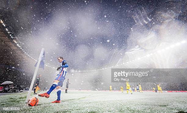 Vladimir Darida of Hertha BSC prepares the corner kick during the Bundesliga match between Hertha BSC and TSG Hoffenheim on November 22 2015 in...