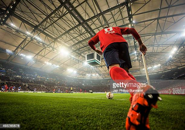 Vladimir Darida of Hertha BSC shoots a corner during the Bundesliga match between FC Schalke 04 and Hertha BSC Berlin at VeltinsArena on October 17...