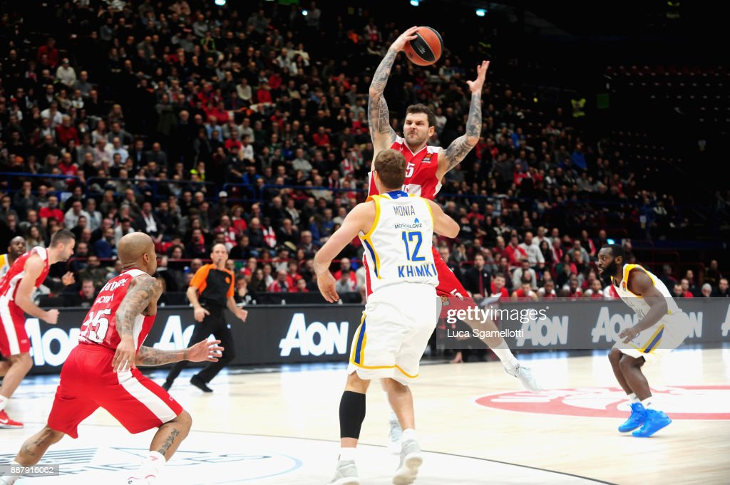 Vladimir Micov, #5 of AX Armani Exchange Olimpia Milan in action during the 2017/2018 Turkish Airlines EuroLeague Regular Season Round 11 game between AX Armani Exchange Olimpia Milan and Khimki Moscow Region at Mediolanum Forum on December 7, 2017 in Milan, Italy.