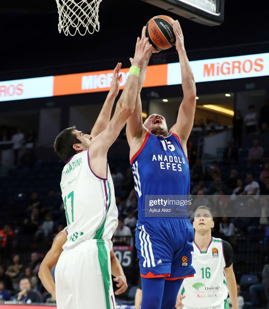 Anadolu Efes istanbul v Unicaja Malaga - Turkish Airlines EuroLeague