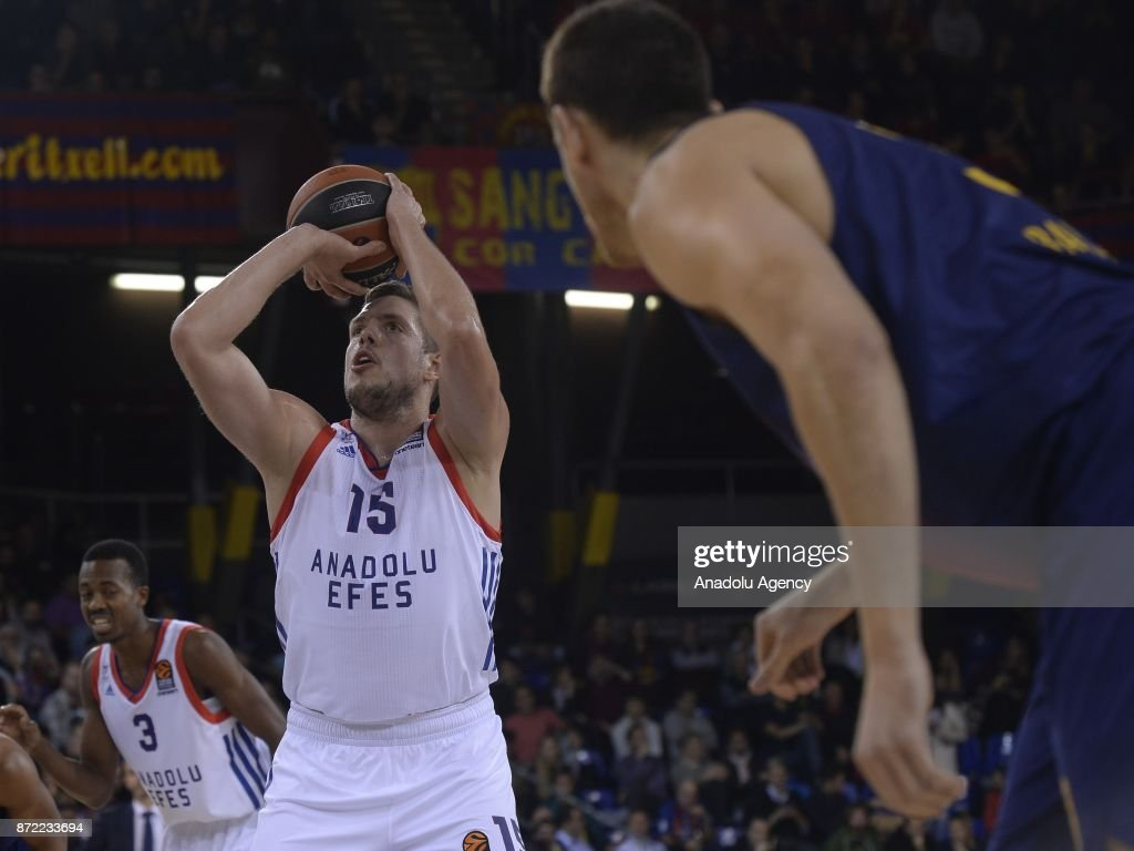Vladimir Stimac (L) of Anadolu Efes Istanbul in action during the Turkish Airlines Euroleague basketball match Barcelona vs Anadolu Efes Istanbul at the Palau Blaugrana Sportshall in Barcelona, Spain on November 09, 2017.