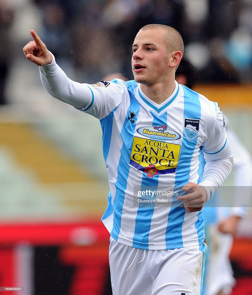 Vladimir Weiss of Pescara celebrates after scoring the opening goal during the Serie A match between Pescara and Bologna FC at Adriatico Stadium on February 3, 2013 in Pescara, Italy.