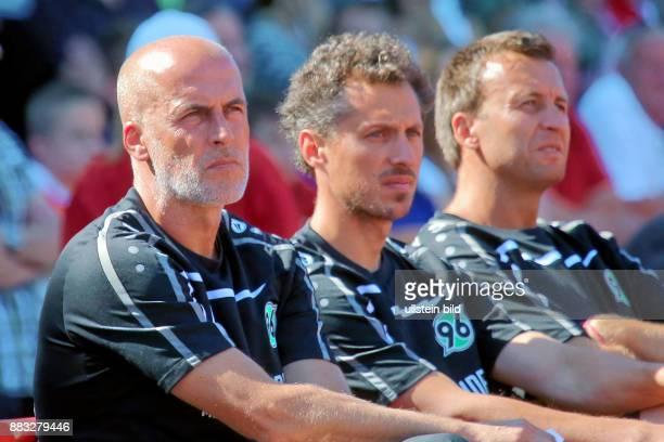 Frontzeck Michael Trainer von Hannover 96_JanMoritz Lichte_Christoph Dabrowski Aus Freundschaftsspiel Oberligist 1 FC Wunstorf gegen Hannover 96 12