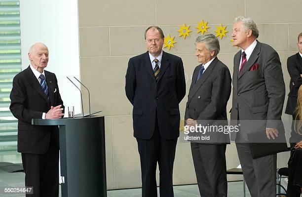 Dr Ernst Seidel Peer Steinbrück JeanClaude Trichet und Prof Dr Manfred Pohl anlässlich der Verleihung des DeutschFranzösischen Kulturpreises im...