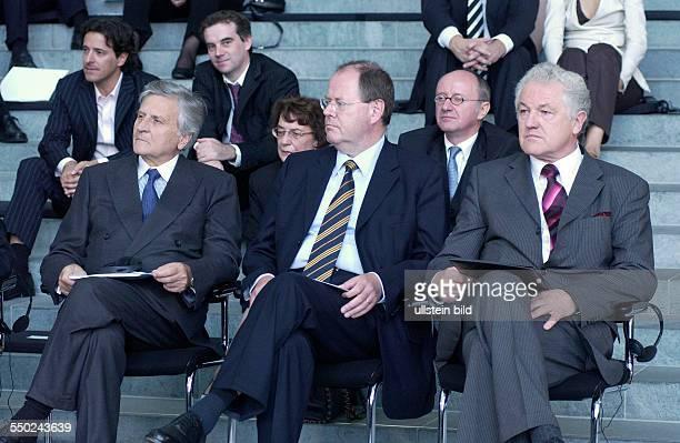 JeanClaude Trichet Peer Steinbrück und Prof Dr Manfred Pohl anlässlich der Verleihung des DeutschFranzösischen Kulturpreises im Berliner...