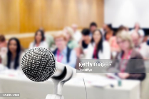 Vocal microphone with out of focus audience : Stock Photo