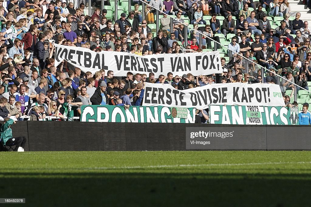 Voetbal verliest van Fox Eerste divisie Kapot banjer during the Dutch Eredivisie match between FC Groningen and AZ Alkmaar at De Euroborg on Oktober 6, 2013 in Groningen, The Netherlands