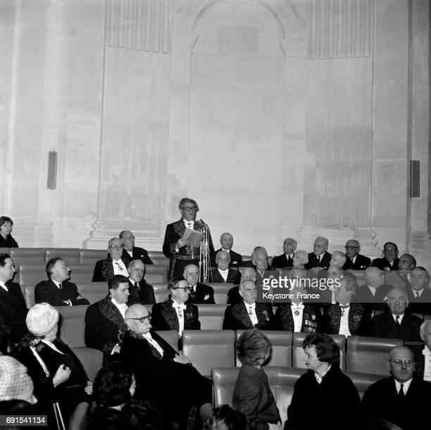 Voici le discours d'entrée de Joseph Kessel nouvel Académicien au milieu de ses pairs sous la coupole à Paris France le 6 février 1964