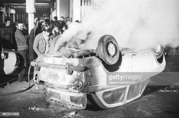 Voiture calcinée lors d'une manifestation d'autonomes à Rome en décembre 1979 Italie