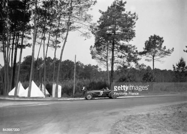 Voiture pendant la course au Mans France en 1932