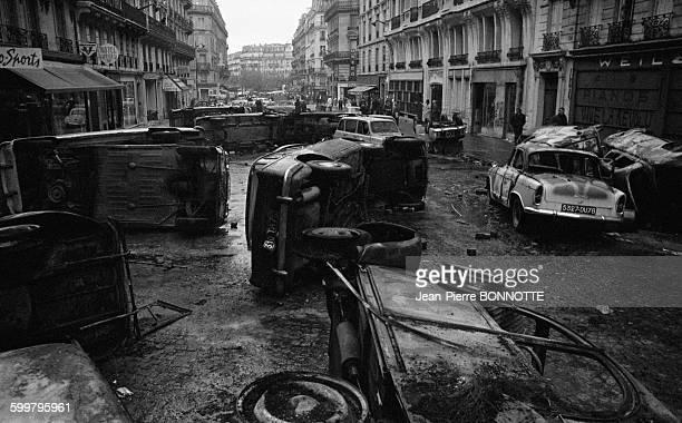 Voitures détruites rue GayLussac auprès la violente manifestation de la nuit du 10 au 11 mai 1968 à Paris France