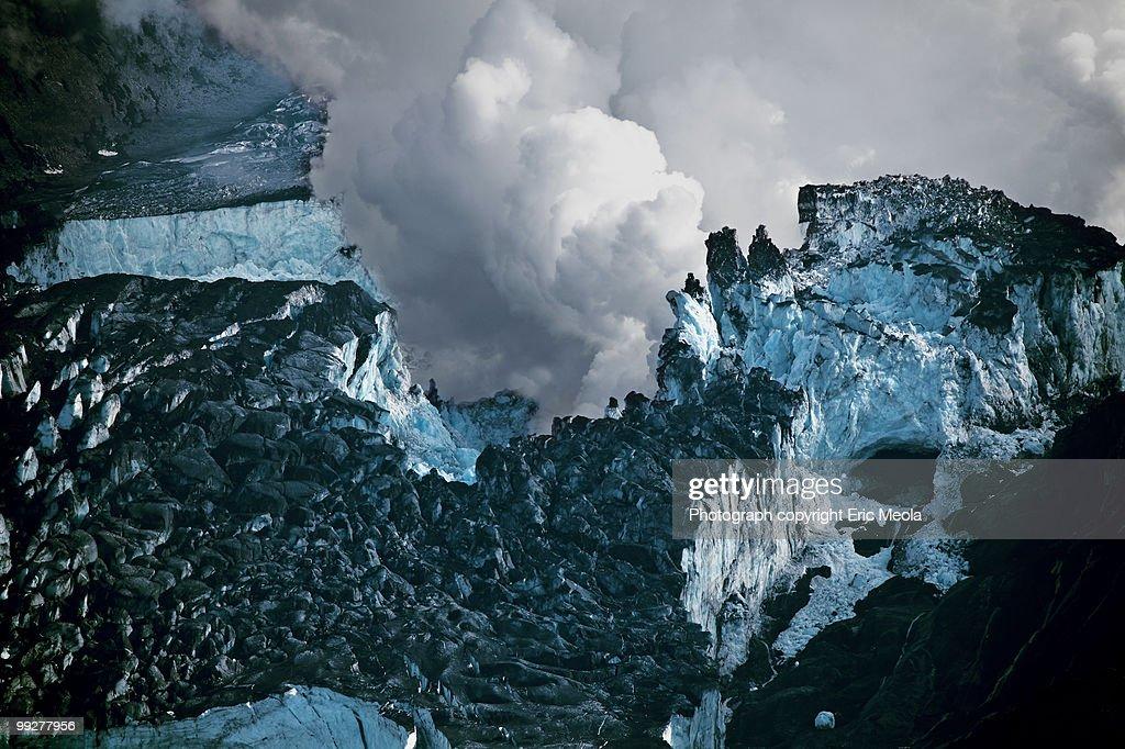 Volcanic ash & steam on Eyjafjallajokull glacier  : Stock Photo