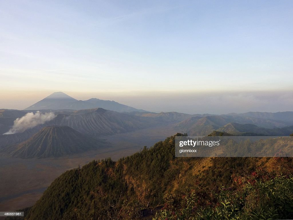 Paisaje volcánico en parque nacional de Bromo Tengger Semeru, Indonesia : Foto de stock