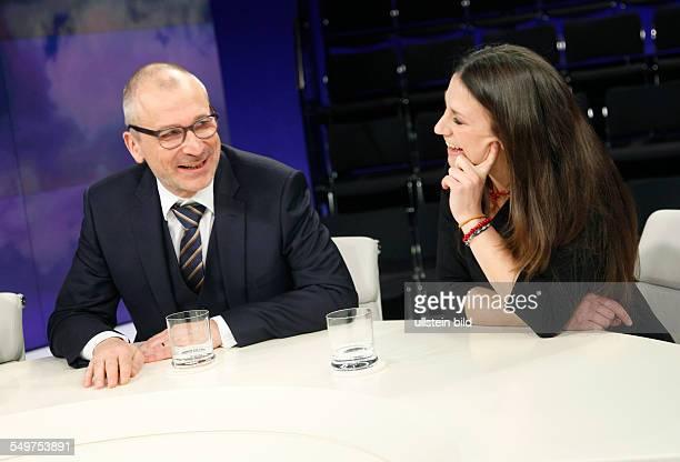 Volker Beck mit Lisi Maier Bundesvorsitzende der katholischen Jugend in der TalkShow 'maybritillner' in Berlin
