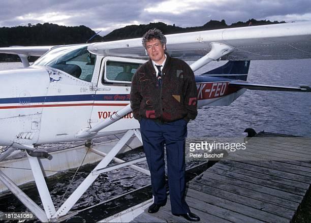 Volker Brandt PRO 7 Serie 'Glueckliche Reise ' Folge 10 'Neuseeland' Rotorua/Neuseeland TaraweraSee Steg WasserFlugzeug Schauspieler Promis...
