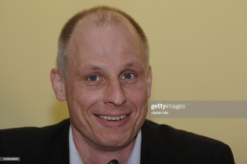 <b>Volker Wieprecht</b>, Radiomoderator, Autor - volker-wieprecht-radiomoderator-autor-picture-id545034605