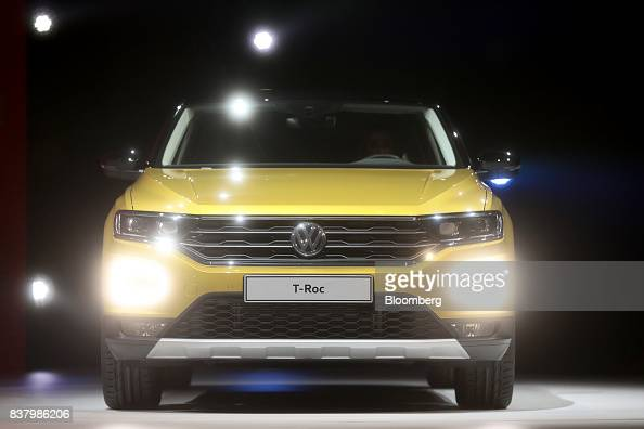 photos et images de volkswagen ag unveil the t roc compact. Black Bedroom Furniture Sets. Home Design Ideas