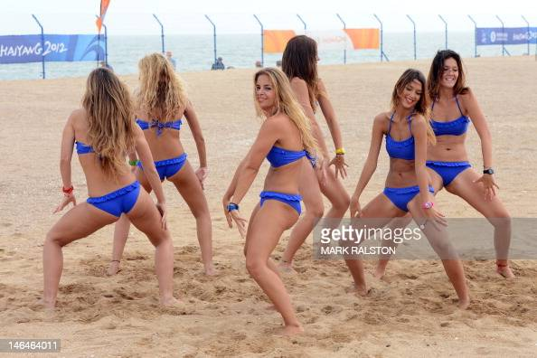 Volleyball cheerleaders rehearse before Pictures | Getty ...