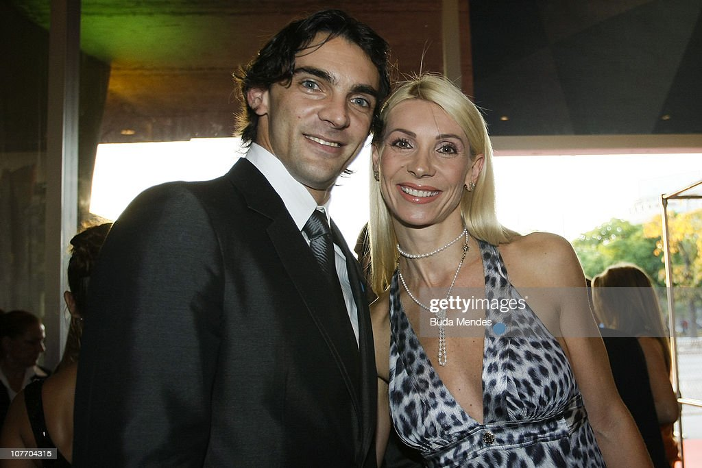 Volleyball player Giba and his wife Cristina Pirv pose for photographers during the Brasil Olimpico Awards at Theatre of MAM on December 20, 2010 in Rio de Janeiro, Brazil. The Brazilian Olympic Commitee (COB) awards the featured athlets in 2010.