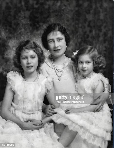 42 Picture 3 Family group showing Queen Elizabeth pictured with her two daughters Margaret right and Elizabeth later Queen Elizabeth II