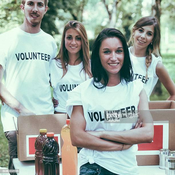 Voluntário e Caixa de Doação