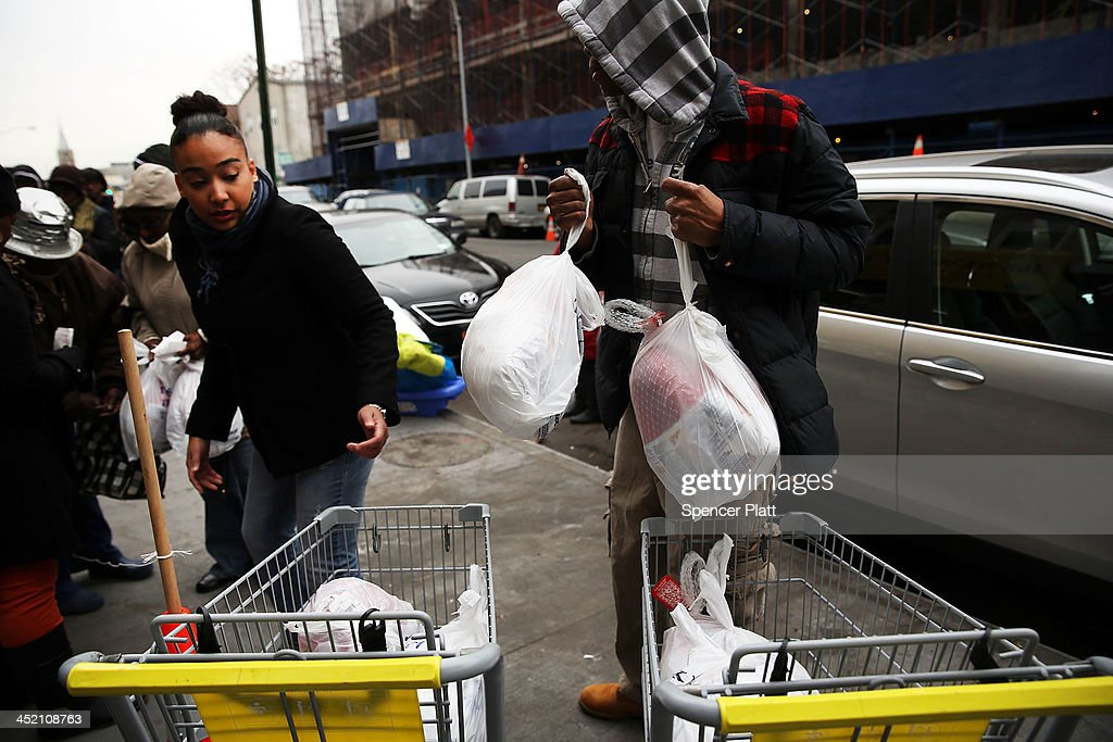 Volunteers Distribute Thanksgiving Food To Those In Need Photos