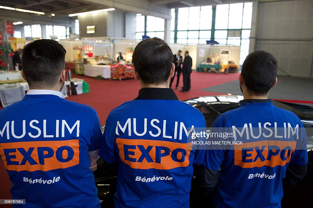 Volunteers attend the first day of 'Muslim Expo', the first muslim fair in Wallonia after editions in Brussels and Flanders, on February 6, 2016 in Charleroi. / AFP / Belga / NICOLAS MAETERLINCK / Belgium OUT