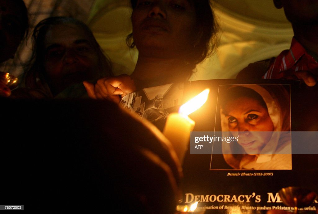Volunteers of an Indian peace forum hold candles during a vigil in memory of slained former Pakistani Prime Minister Benazir Bhutto, in Mumbai, 29 December 2007. Bhutto was assassinated by a suicide bomber, plunging the nation into one of the worst crises in its history and raising alarm around the world. Violence erupted in cities across Pakistan,Pakistani paramilitary forces in the southern city have been ordered to shoot rioters on sight to prevent unrest after the assassination of former Prime Minister Benazir Bhutto, a paramilitary officer said.AFP PHOTO/Pal PILLAI