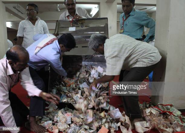 Volunteers of Lalbaugcha Raja open the donation box kept at Ganpati pandal Rupees 1 Crore 1 Lakh cash has been donated till today evening