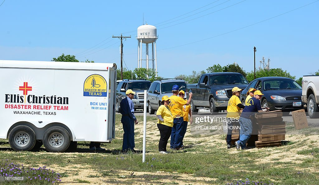 Volunteers offer relief boxes for residents to pack their belongings as they wait among a convoy of vehicles to have their details taken down and vehicles marked by Texas Highway Patrol officers as residents are allowed to return to their destroyed homes near the site of the April 17 fertilizer plant blast in West, Texas,on April 20 2013. Investigators have been treating the blast site as a crime scene, although authorities say the blast was likely caused by a fire at the West Fertilizer Company, and access to the area has been restricted untl today with residents allowed to return. AFP PHOTO/Frederic J. BROWN