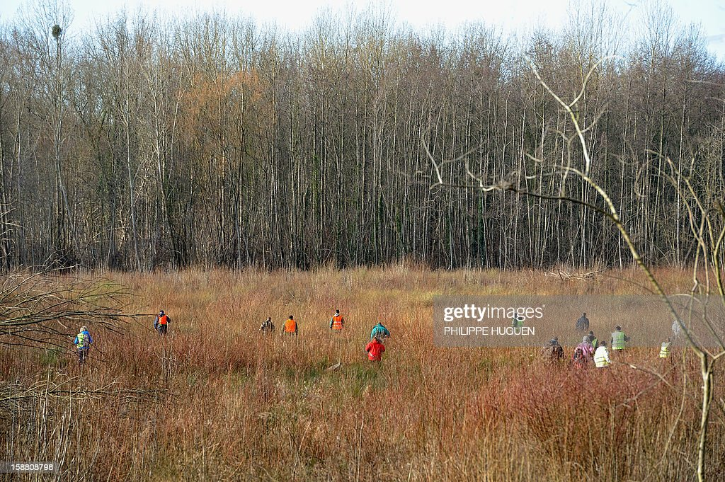 Volunteers take part in searches on December 30, 2012 in Pimprez to find Bruno, a young trisomic man reported missing since December 18. AFP PHOTO PHILIPPE HUGUEN