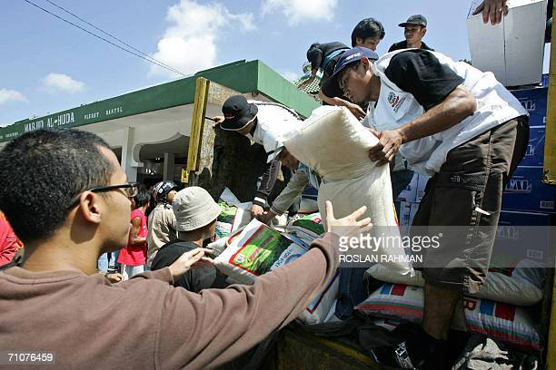 Volunteers unload relief supplies for earthquake victims in Bantul Yogyakarta 30 May 2006 Countries across the world dispatched aid for tens of...
