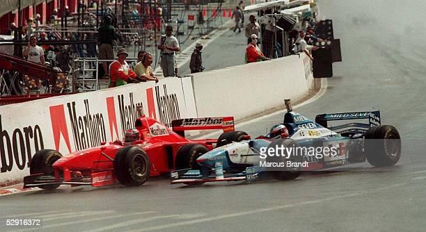 GP von BELGIEN 1997 Spa Franchorchamps Michael SCHUMACHER/FERRARI ueberholt Jean ALESI/BENETTON
