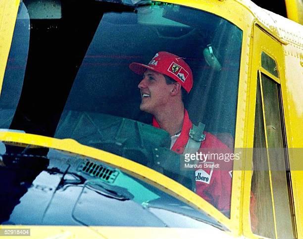 FORMEL 1 GP von SPANIEN 1997 Barcelona 220597 Michael SCHUMACHER als CoPilot im Helicopter