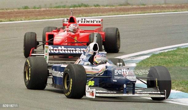 FORMEL 1 GP von SPANIEN 1997 Barcelona 250597 Jacques VILLENEUVE vor Michael SCHUMACHER