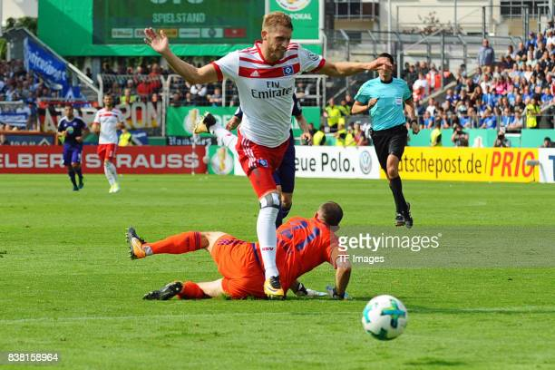von vorne Aaron Hunt of Hamburg and Torhüter Marius Gersbeck of Osnabrueck battle for the ball during the DFB Cup match between VfL Osnabrueck and...