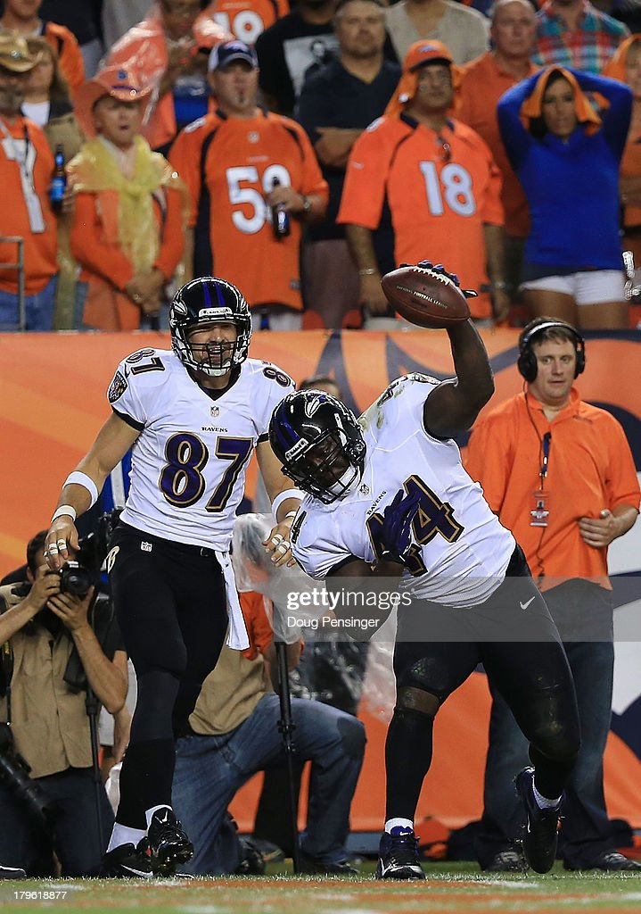 Vonta Leach of the Baltimore Ravens celebrates his touchdown in front of teammate Dallas Clark of the Baltimore Ravens in the first quarter against...