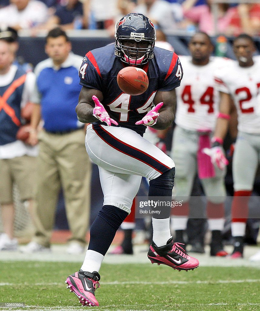 Vonta Leach of the Houston Texans completes a pass against the New York Giants at Reliant Stadium on October 10 2010 in Houston Texas