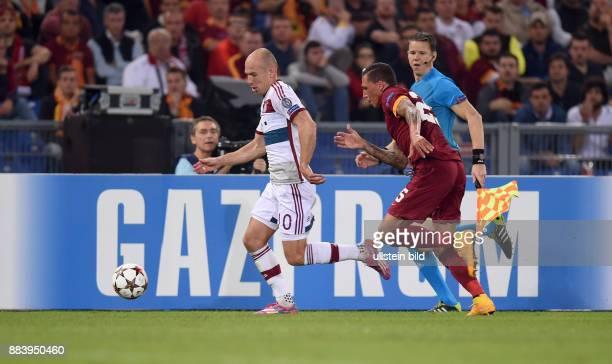 FUSSBALL CHAMPIONS LEAGUE SAISON 2014/2015 Vorrunde AS Rom FC Bayern Muenchen Arjen Robben gegen Jose Holebas