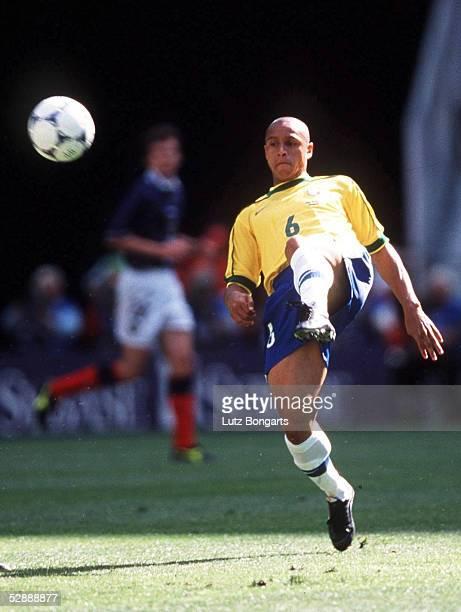 Vorrunde St Denis Brasilien Schottland 21 Roberto CARLOS/BRA
