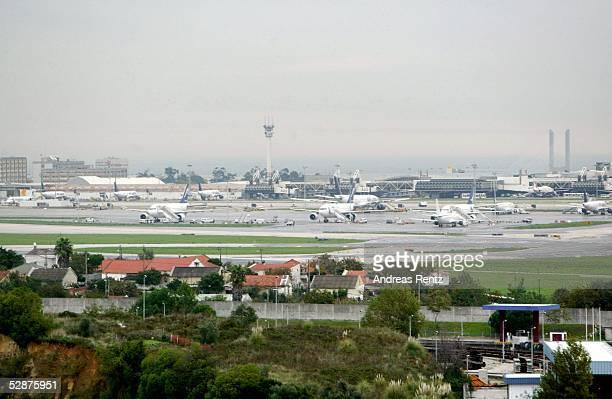 Vorschau auf die EM 2004 in Portugal Lissabon Stadtfeature Flughafen