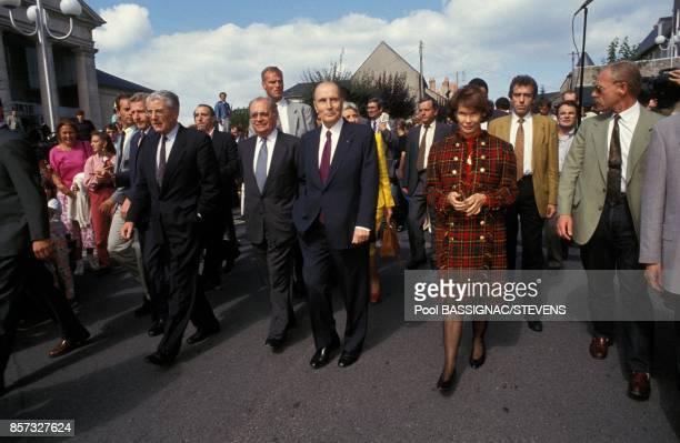 Vote de Francois Mitterrand au referendum sur le traite de Maastricht avec a ses cotes le Premier ministre Pierre Beregovoy et son epouse Danielle le...