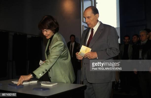 Vote de Francois Mitterrand et de sa femme Danielle a ChateauChinon lors des elections legislatives le 28 mars 1993 a ChateauChinon France