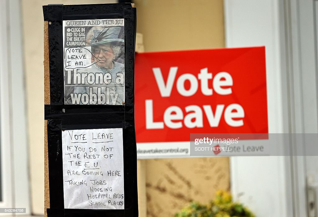 A Vote Leave sign is pictured alongside a hand-written note that reads ' Vote Leave - If You Do Not The Rest Of The EU Are Coming Here' outside a house in Redcar, north-east England on June 27, 2016. Top Brexit campaigner Boris Johnson sought Monday to build bridges with Europe and with defeated Britons who voted to remain in the EU in last week's historic referendum. Britons voted by 52 percent to 48 percent in favour of leaving the European Union in a June 23 vote that exposed deep divisions in the country and sent shockwaves through the world. / AFP / SCOTT