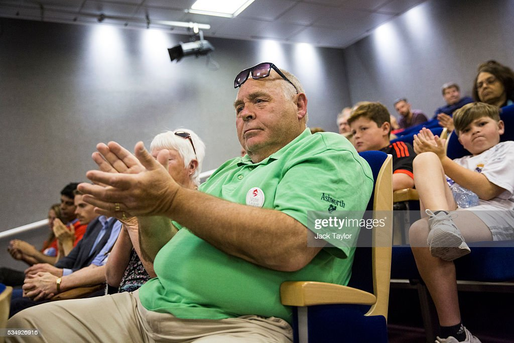 Vote leave supporters clap as Conservative politicians talk at Kent County Council on May 28, 2016 in Maidstone, England. Prominent members of the Conservative Party are campaigning on behalf of Vote Leave in Kent today, ahead of the EU referendum on June 23rd.