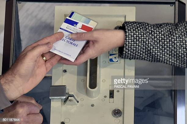 A voter casts a ballot during the second round of the regional election in the Midi region on December 13 2015 at a polling station in...