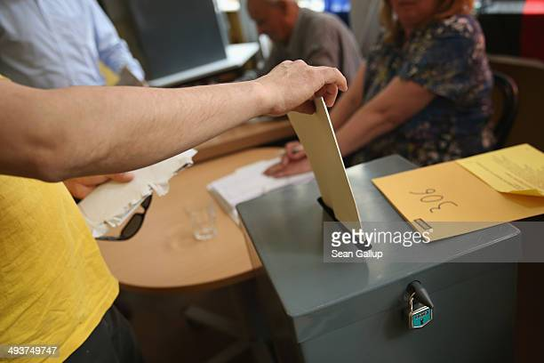 Voter casts his ballot in European parliamentary elections on May 25 2014 in Berlin Germany Citizens across the European Union are voting today in...